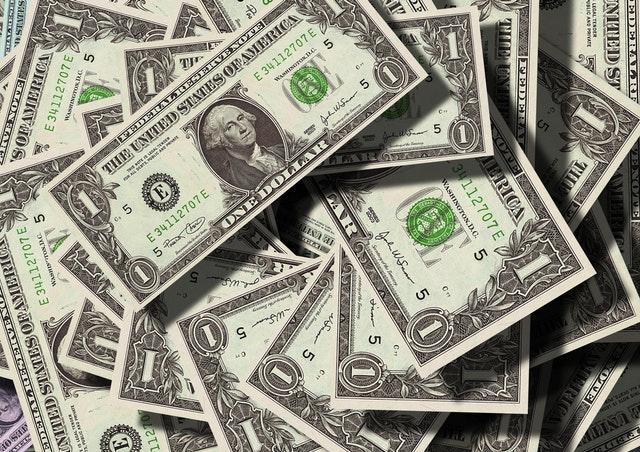 Inwestować czy oszczędzać – które rozwiązanie jest lepsze?